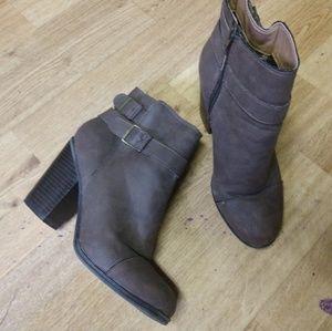 Brown booties size 7 1/2 chunky heel